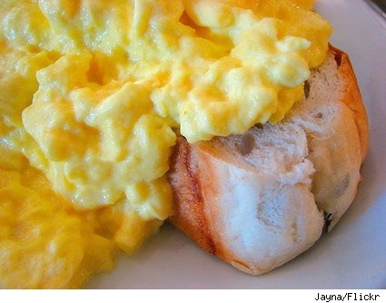 Easy to follow photo & text based recipe sheet for scrambled eggs on toast