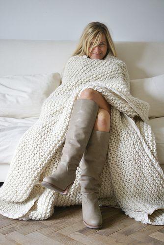 Knitted blanket, easy garter stitch pattern #DearTipster Helen