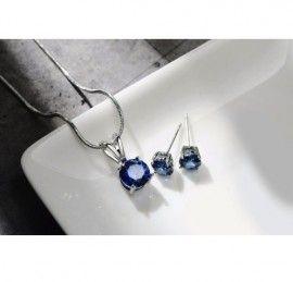 Latime cercei: 0.7 mm Lungime cercei: 0.7 mm Lungime colier: 42 cm + 6 cm prelungire Inaltime pandativ: 1.7 cm Latime pandativ: 0.7 cm Material: cubic zirconia Culoare cristal: albastru Setul include: cercei, colier, pandativ Setul de bijuterii va fi ambalat in saculet organzaoferitCADOU.