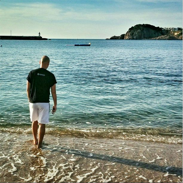 After riding through gorgeous hills, countryside and medieval towns, of course there was something amiss. Say hello to the Spanish city of Sant Feliu de Guixols in Costa Brava. Beach time!