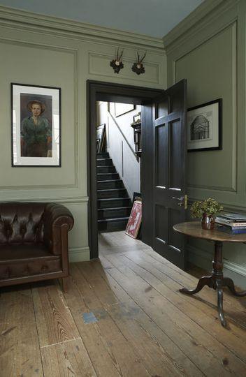 Rénover votre salon avec du gris-vert - Plus de 30 couleurs pour repeindre votre salon - CôtéMaison.fr
