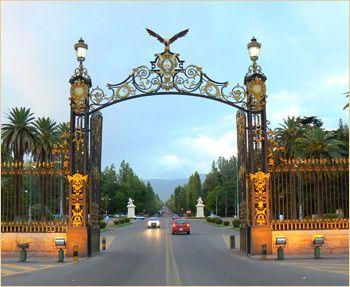 Entrada y porton del parque San Martin en la ciudad de MENDOZA, Argentina