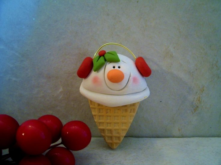 Snowman Ice Cream Cone  Holiday Ornament por countrycupboardclay
