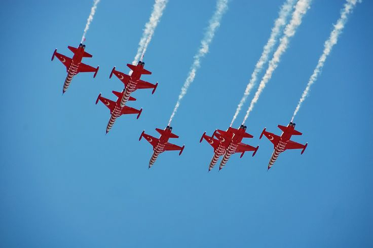 turkish stars f5 plans in close formation passing above
