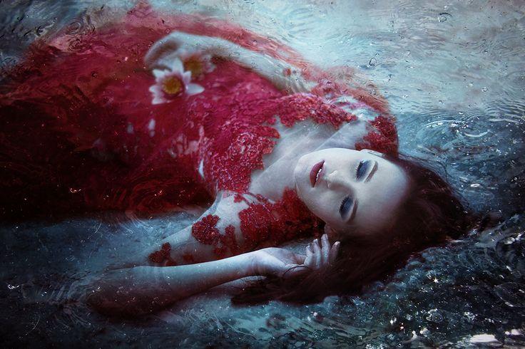 """Wieczory w Photoshopie: a może by tak... """"utopić"""" modelkę?"""