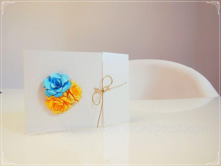 Invitatie de nunta personalizata cu trandafiri din hartie realizati manual.