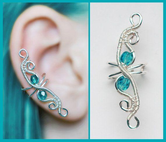 Bleu elfique d'oreille avec des cristaux de verre tchèque, parfaits pour cadeau, argent fil original fait main