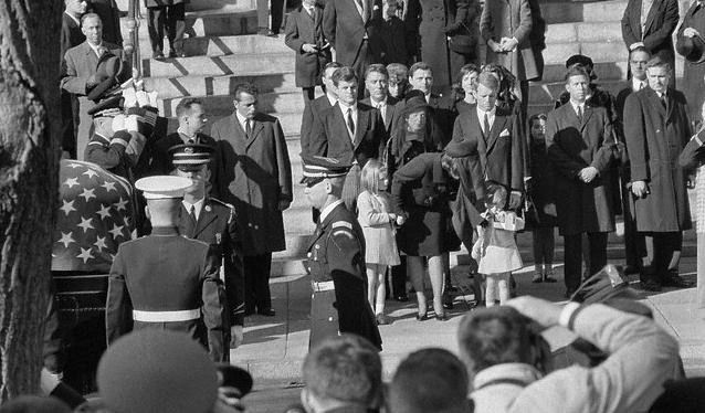 4621 best jackie jfk images on pinterest the kennedys for Townandcountrymag com customer service
