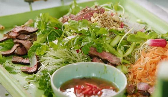 Jamie Oliver seared Asian beef with noodle salad and ginger dressing recipe on 15 Minutes Meals