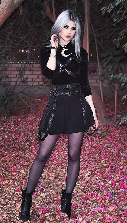 Nu-goth look for Halloween by dayanacrunk - I'd like it without the harness.