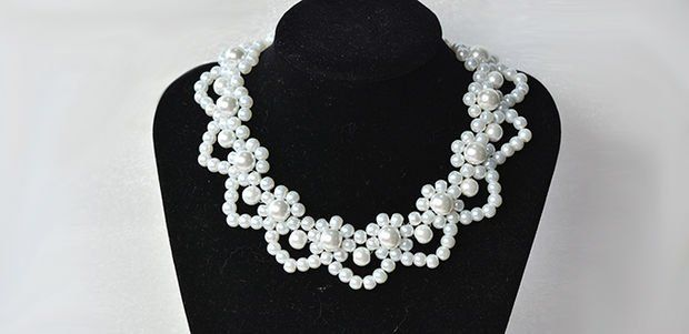 Bridal Flower Pearl Necklace | Make your special day even better by saving money on expensive jewelry and making this gorgeous pearl necklace at home!