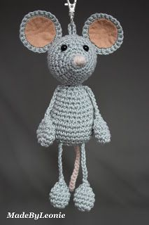 Free pattern: http://www.ravelry.com/patterns/library/morris-the-mouse