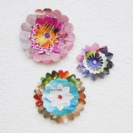 Here is a fun background to make for a party: folded paper flowers out of old magazine pages! Choose the most colorful pages in you. Fun Craft, Craft Activities For Kids, Crafts For Kids, Craft Ideas, Newspaper Crafts, Easy Paper Crafts, Diy Crafts, Diy Paper, Creative Crafts