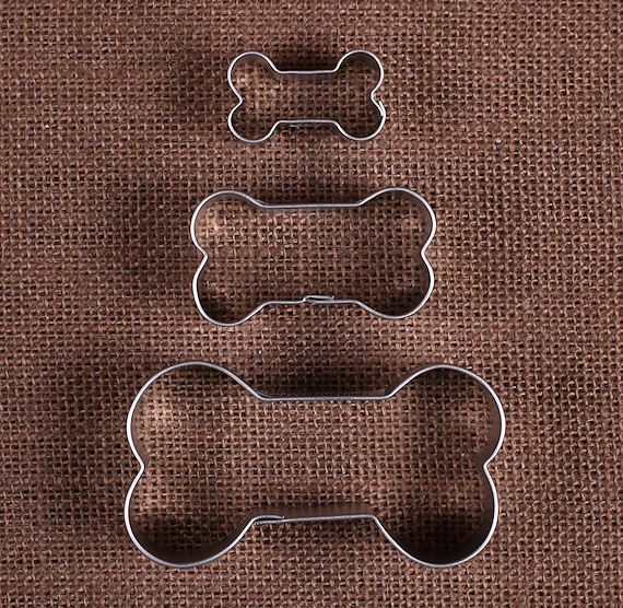 "Use our dog bone cookie cutters set to make sugar cookies or dog treats of all sizes! This set gives you 3 cutters that range in size from 1.5"" to 3.25"". To decorate your sweet confections check out o"