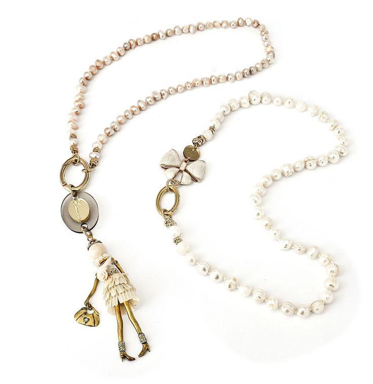 collane in perle barocche naturali, con elementi decorativi realizzati a mano in metallo dorato