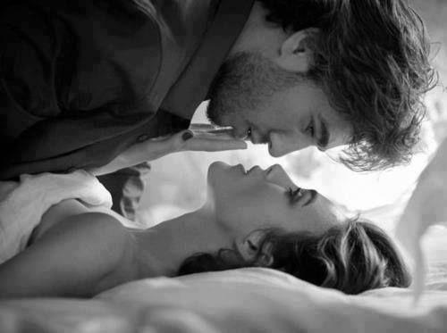 Eu soube, enfim, que o amor está ligado a mim; E eu agarro esta cabeleira de mil tranças. Embora ontem à noite eu estivesse bêbado da taça, Hoje, eu sou tal, que a taça se embebeda de mim.  Rumi