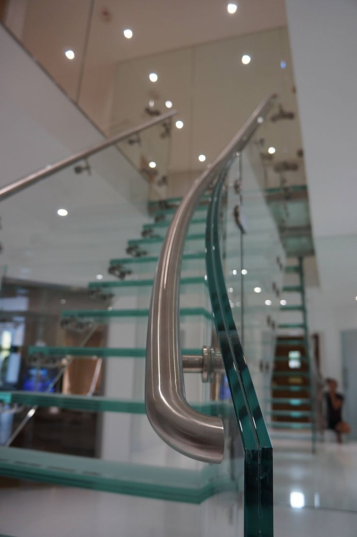 Curved glass balustrade for feature glass staircase