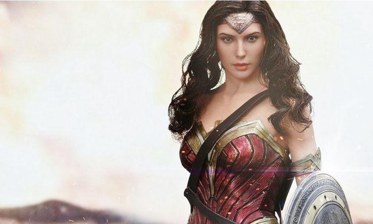 Batman v Superman: l'action figure Hot Toys della Wonder Woman di Gal Gadot