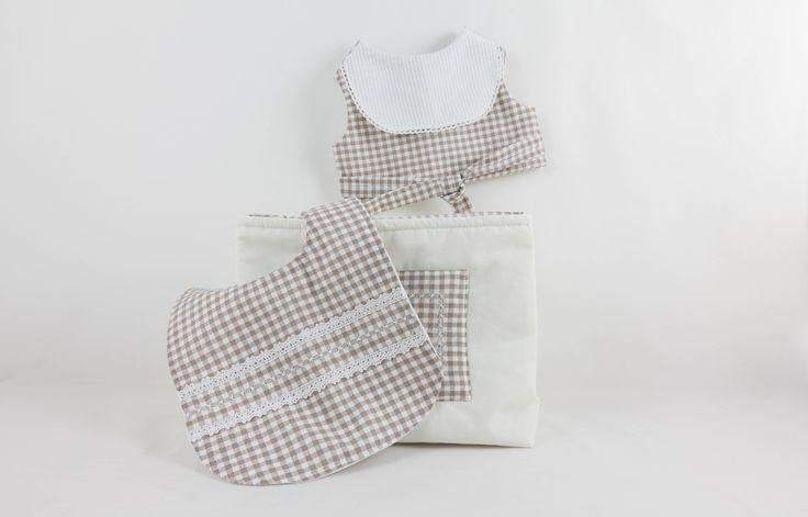 Bavoirs et vide poche en vichy taupe : Mode Bébé par timounalily