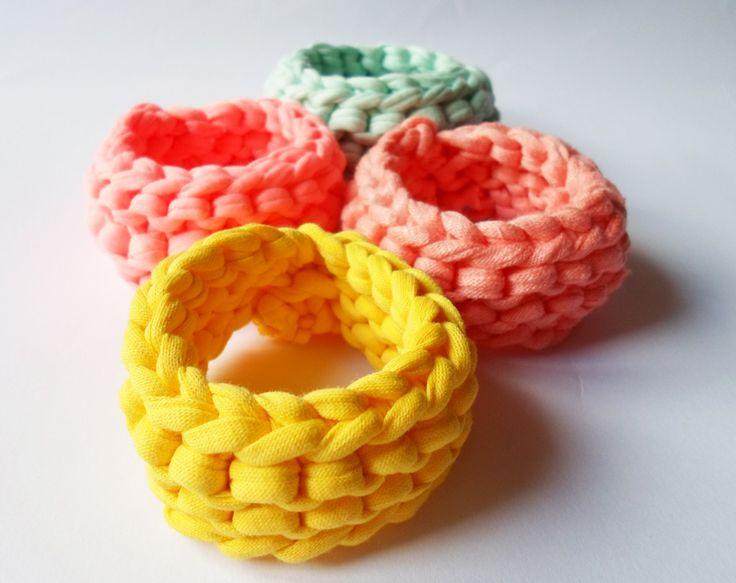 Organic cotton bracelet set in mint, sunny yellow, pastel peach and neon pink :)
