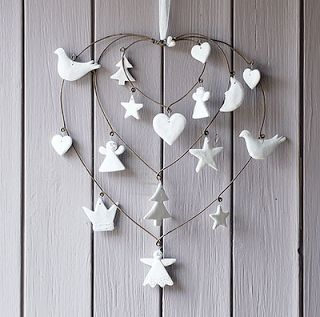 heart and white wall decoration (rotelli white, branca-rotelli.blogspot.ca)
