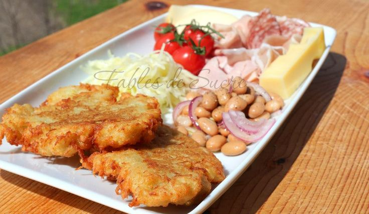 Il tortel di patate tipico Trentino, consiste in una pastella di patate crude grattugiate con farina, sale e qualche piccolo trucchetto il tutto poi fritto.