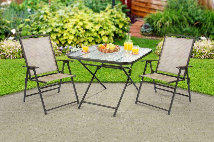 Mesa y sillas plegables para jardín. Muebles beige para jardín.