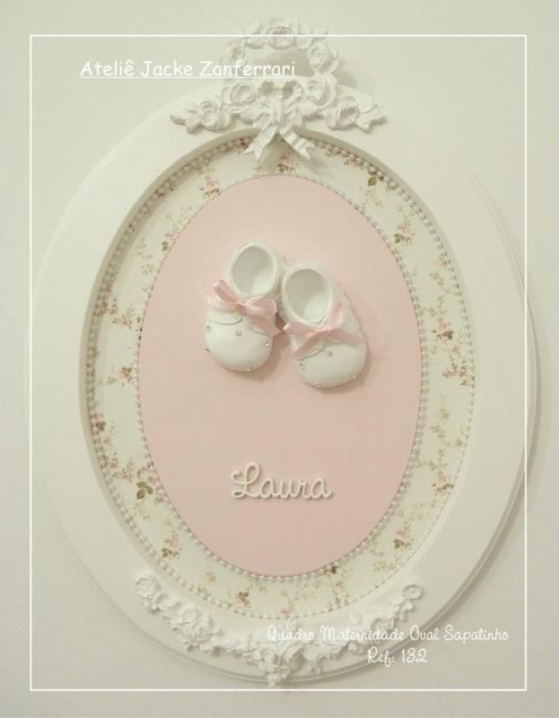 Quadro Maternidade Oval Sapatinho :: Jacke Zanferrari