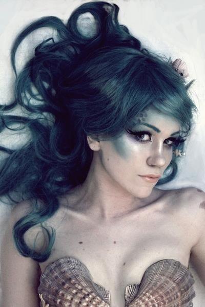 Mermaid makeup... love the contour/highlight shades