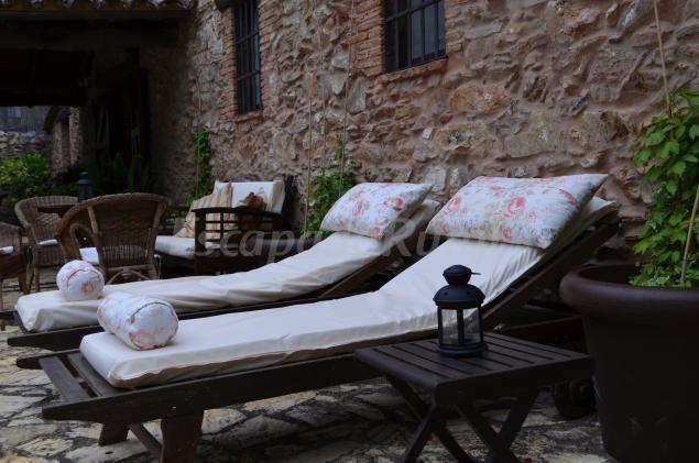 http://www.escapadarural.com/casa-rural/huelva/el-castanar-de-aracena/fotos