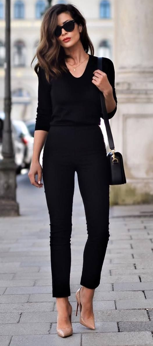 Parisian style. Fall fashion. Fall street style. Parisian chic. Paris street style. Fall fashion 2017 How to be Parisian French women style all black everything + nude heels
