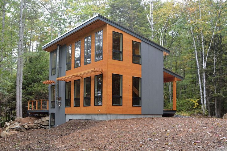 This beautiful, modern cottage in Maine measures 1,000 sq ft in total.   The retreat is designed by David Matero Architecture , a full s...