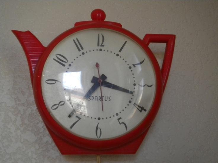 Vintage 50s Red Tea Pot Kitchen Clock Spartus.