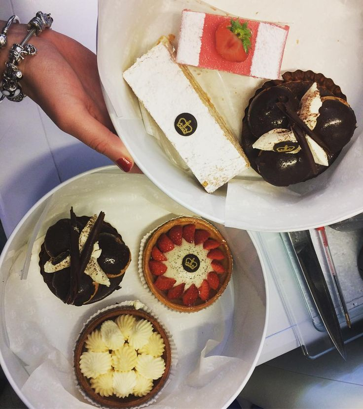 Thank you @ampersandevents for our Friday pick me up! Delicious treats straight from Buckingham Palace!  #friyay #treats #pudding #dessert #eventprofs #caterer