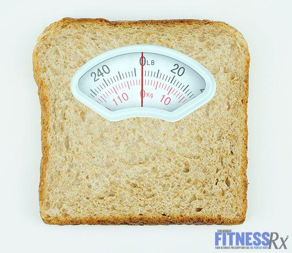УГЛЕВОДЫ -  утро - овес и фрукты , как ягоды, на обед - коричневый рис , который поможет предотвратить сбои энергии полуденных. После тренировки , есть быстрее  углеводов , как батат , чтобы помочь пополнить гликоген в мышцах и управлять доставку питательных веществ.Если диета 20% углей, в читмил увеличить его до 50%,  поддерживать потребление белка и снизить  жиров , поскольку он имеет меньшее влияние на гормоны , регуляции метаболизма , Вы  можете принять сверх потребление  250 калорий
