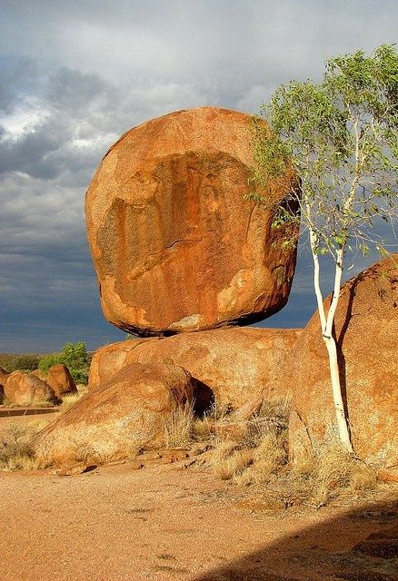 Devil's Marbles, Australia°°