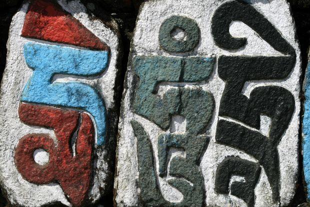 Text painted on stone (Monastery of Chitre. India) | Texte peint sur pierre (Monastère de Chitre. inde) | Text painted on stone (Monastery of Chitre. India)