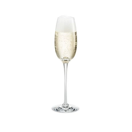 The Fontaine range comprises a number of mouth blown glasses designed by Michael Bang, and the champagne glass is a festive part of any dinner table. Each glass has been designed to enhance the flavours and aromas of the grape. The delicate bubbles should be poured gently along the inside of the glass to retain as much of the original taste and as many bubbles as possible.   #holmegaard #fontaine #chamgagne
