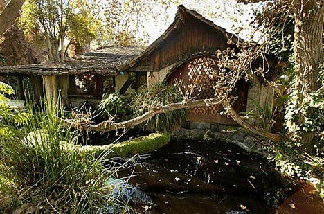 Unusual stunning homes built into nature #homes #architecture #stunning #nature #unusual