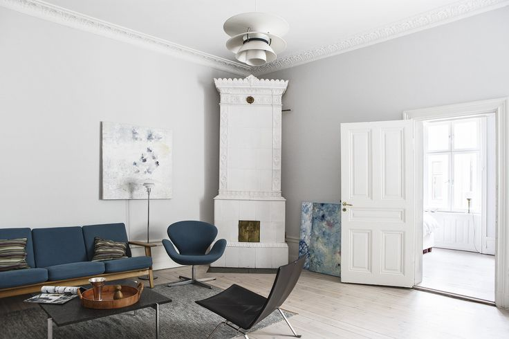 GE 290-3 sofa by Hans J. Wegner from Getama, PK61 sofa table and PK22 easy chair by Poul Kjærholm and Swan armchair by Arne Jacobsen from Fritz Hansen and PH 3½-2½ floor lamp and PH 6½-6 pendant lamp by Poul Henningsen from Louis Poulsen   Wallingatan 14, 2 tr ÖG, Vasastan-Norrmalm, Stockholm   Fantastic Frank
