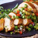 Pollo a la plancha con salsa de piña y nopales