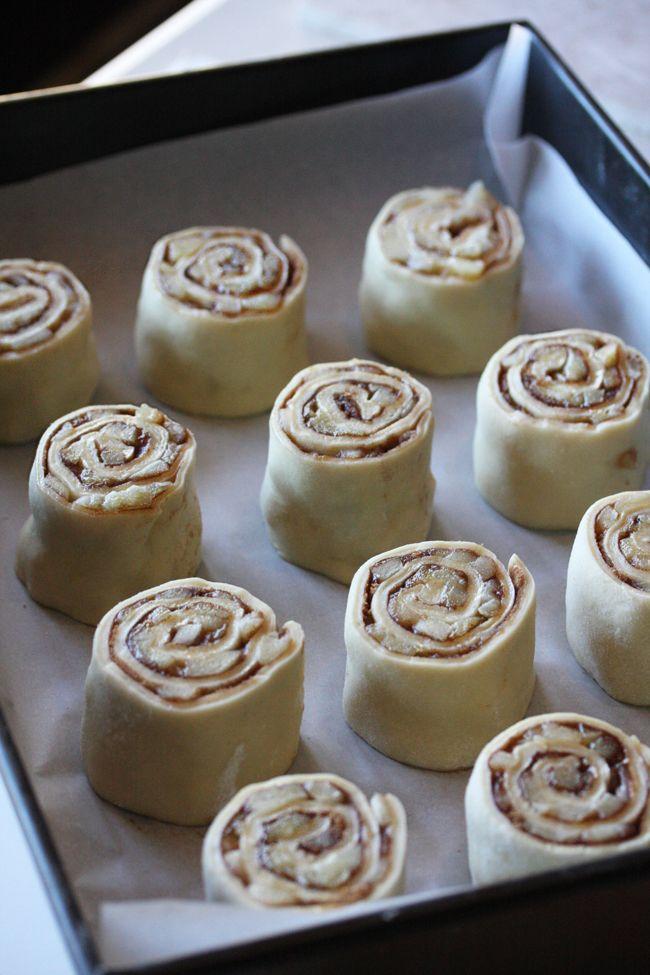 Apple Pie Cinnamon Rolls | The Hopeless Housewife