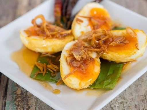 Barchette di uova alle acciughe