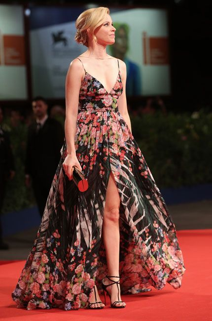 Venice Film Festival 2015: Elizabeth Banks in Elie Saab Resort 2016