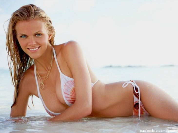 Brooklyn Danielle Decker. Esta hermosa modelo estadounidense de 29 años tiene unos ojos encantadores. Es actriz y modelo conocida por sus apariciones en la revista Sports Illustrated Swimsuit Issue. Incluso ha […] | Crhoy.com