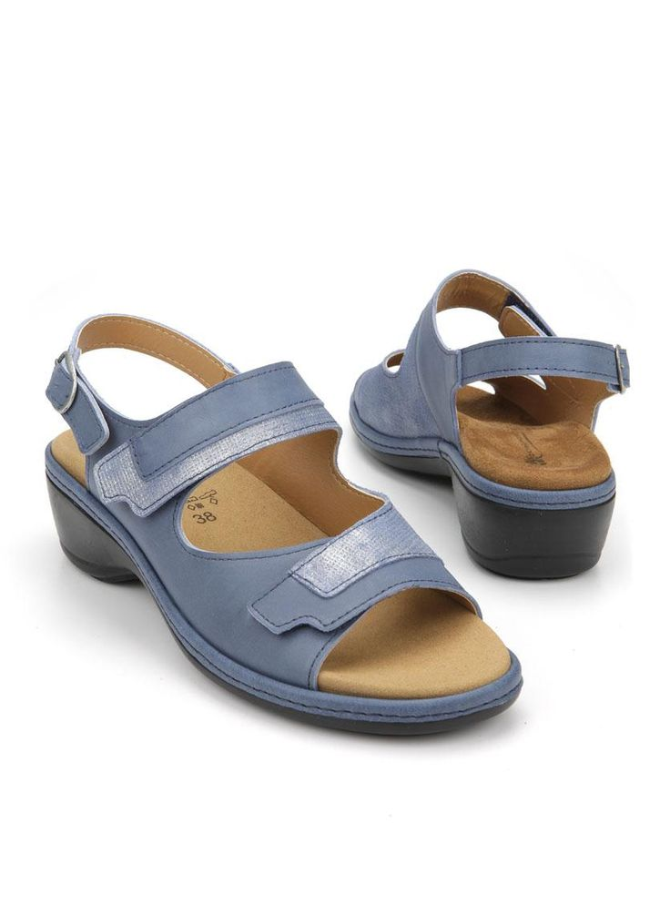 4 x Comfort sandaal  Description: Blauwe sandalen van 4X Comfort. Deze damessandalen hebben een bovenwerk gemaakt van leer en zijn voorzien van een klittenband sluiting.  Price: 49.99  Meer informatie