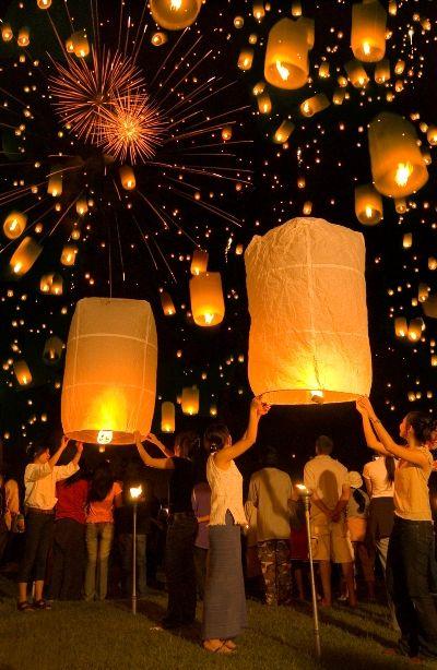 Un festival con linternas en Thailand.