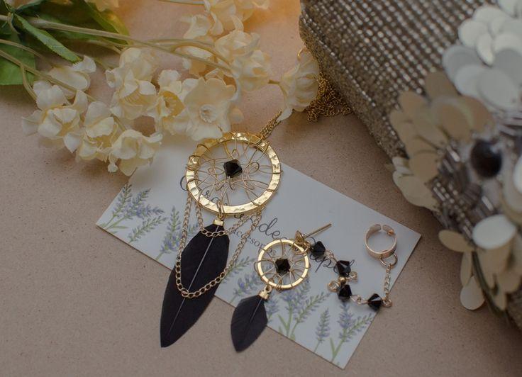 Collar y solitario de atrapa sueños con plumas negras y cristales | Corona de Papel Accesorios