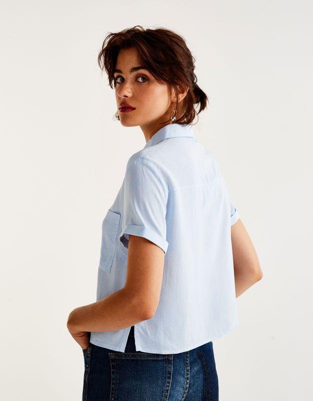 e8f482c5a813e Camisa manga corta bolsillo - Blusas y camisas - Ropa - Mujer - PULL BEAR  Colombia