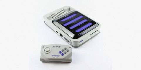 """Play Retro Games with the """"Retron 5"""""""